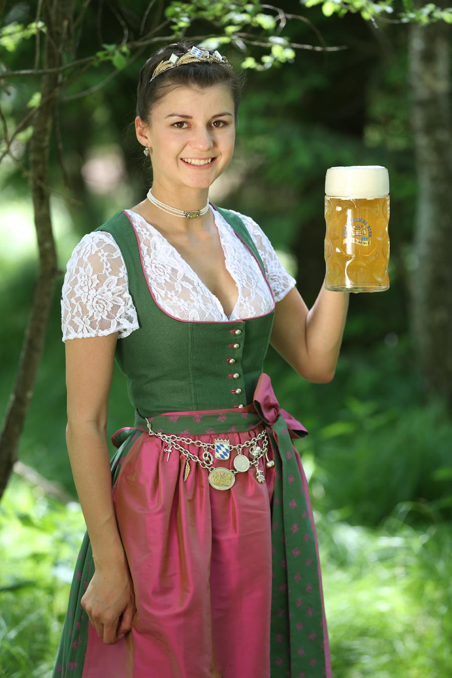 Lena hochstra er vii bayerische bierk nigin 2017 2018 for Bayerische dekoartikel