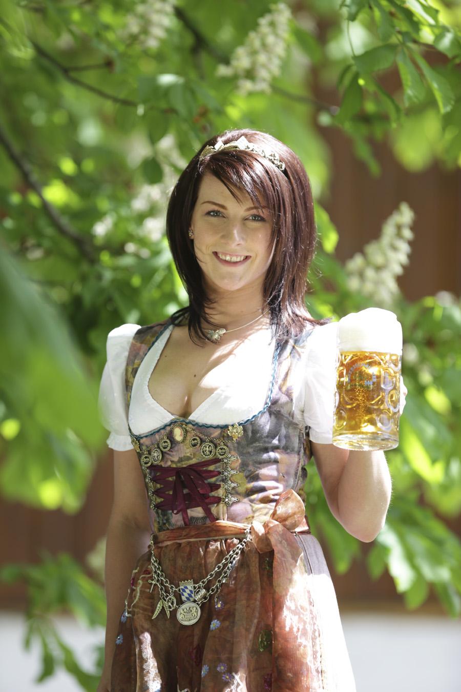 Barbara hostmann iii bayerische bierk nigin 2012 2013 for Bayerische dekoartikel