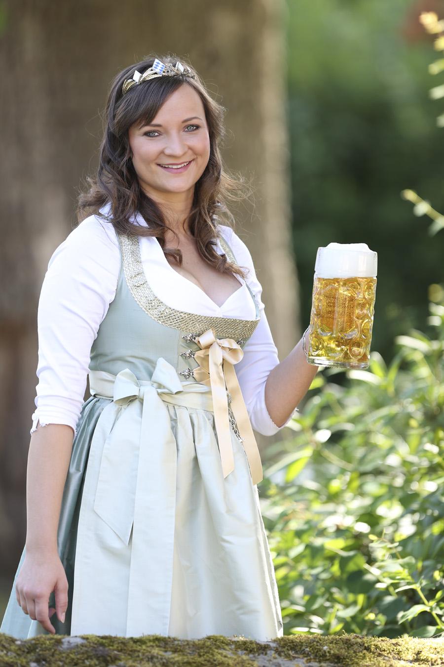 Tina christin r ger v bayerische bierk nigin 2014 2015 for Bayerische dekoartikel