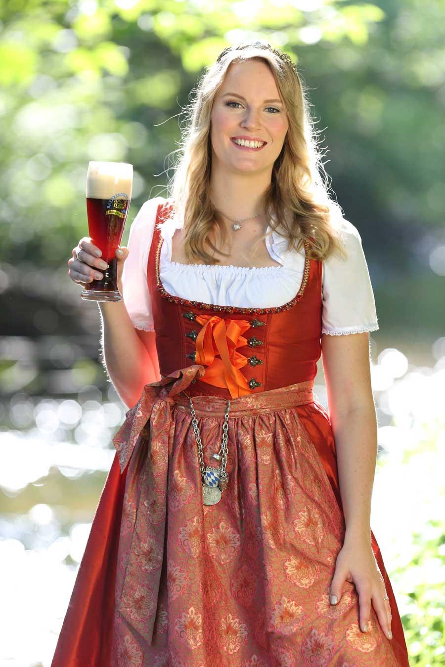 Bayerische bierkoenigin 2015 2016 marlene speck for Bayerische dekoartikel