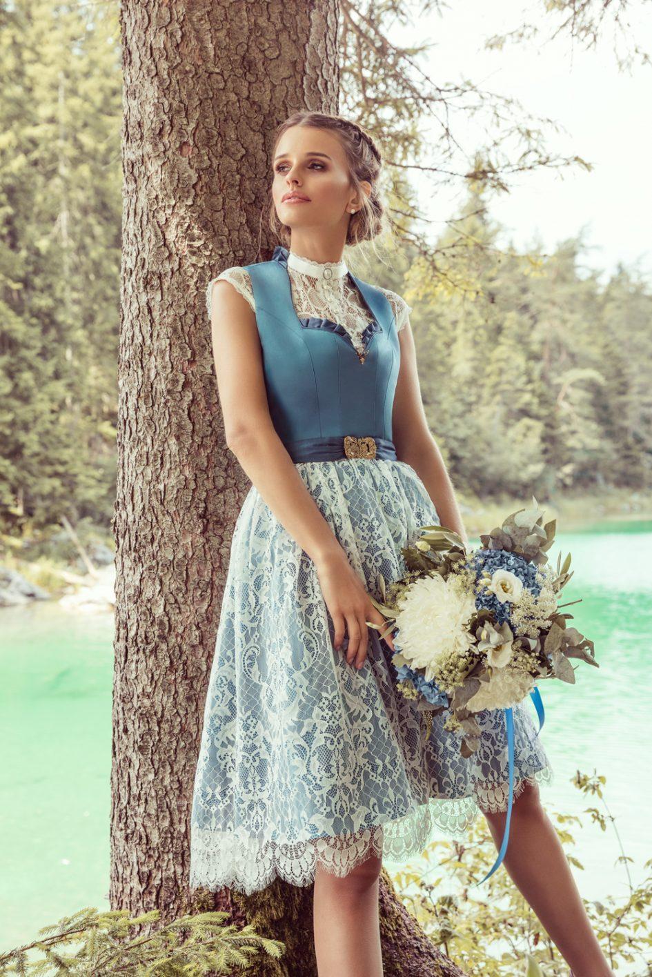 Dirndl Bleu Pigeon mit Brautspitzenüberrock